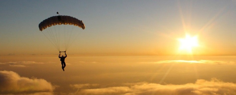 skydive-sunrise-man
